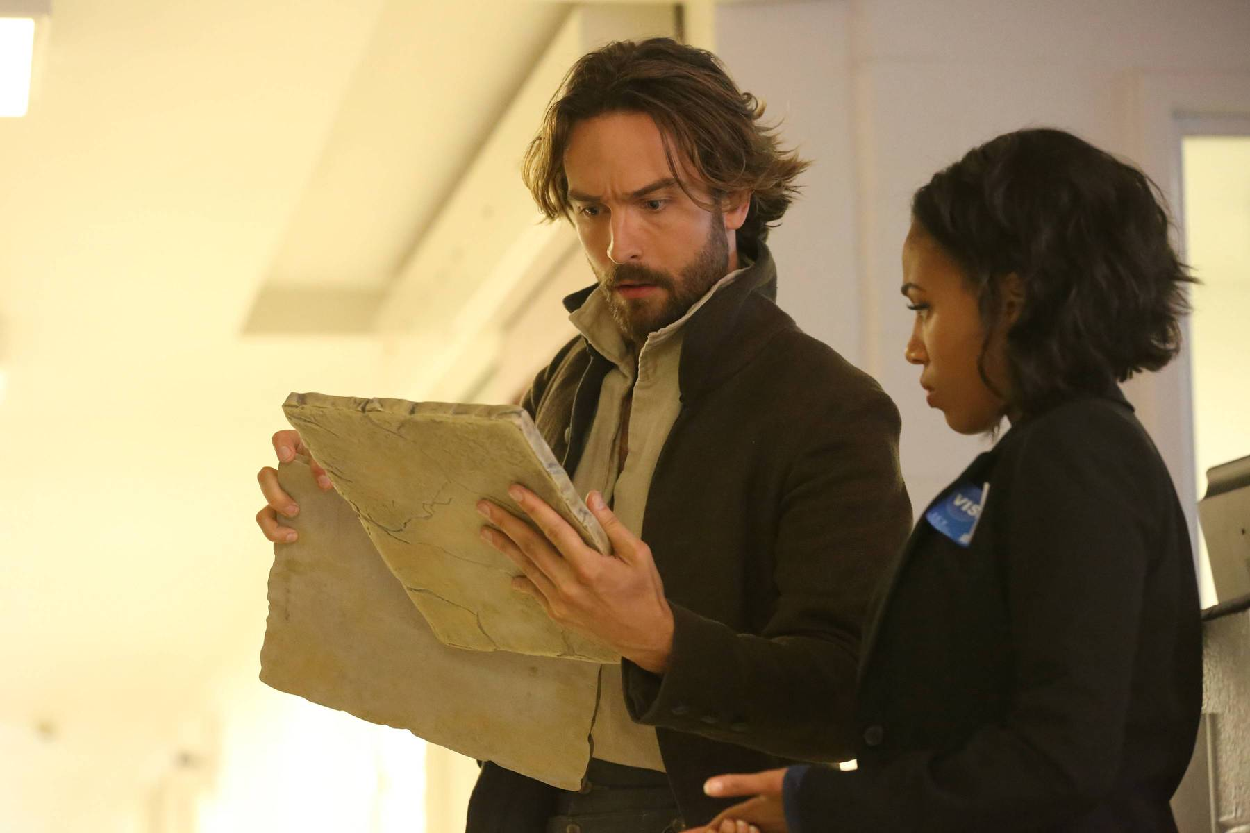 "SLEEPY HOLLOW: Ichabod Crane (Tom Mison, L) and Abbie (Nicole Beharie, R) in the ""I, Witness"" Season Three premiere episode of SLEEPY HOLLOW airing Thursday, Oct. 1 (9:00-10:00 PM ET/PT) on FOX. ©2014 Fox Broadcasting Co. CR: Tina Rowden/FOX"