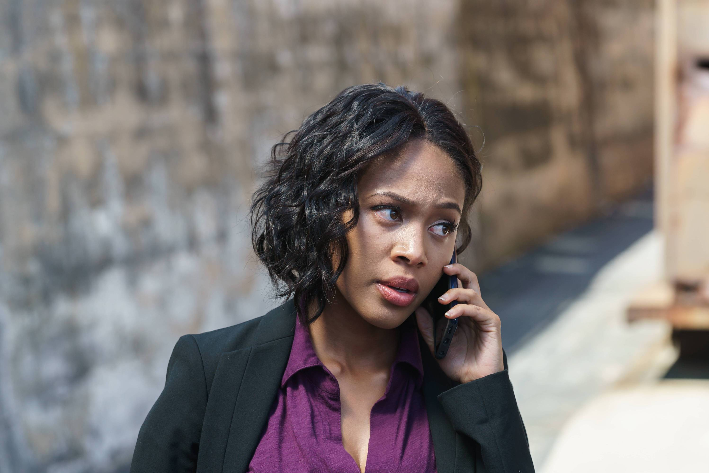 "SLEEPY HOLLOW: Abbie (Nicole Beharie) in the ""I, Witness"" Season Three premiere episode of SLEEPY HOLLOW airing Thursday, Oct. 1 (9:00-10:00 PM ET/PT) on FOX. ©2014 Fox Broadcasting Co. CR: Tina Rowden/FOX"