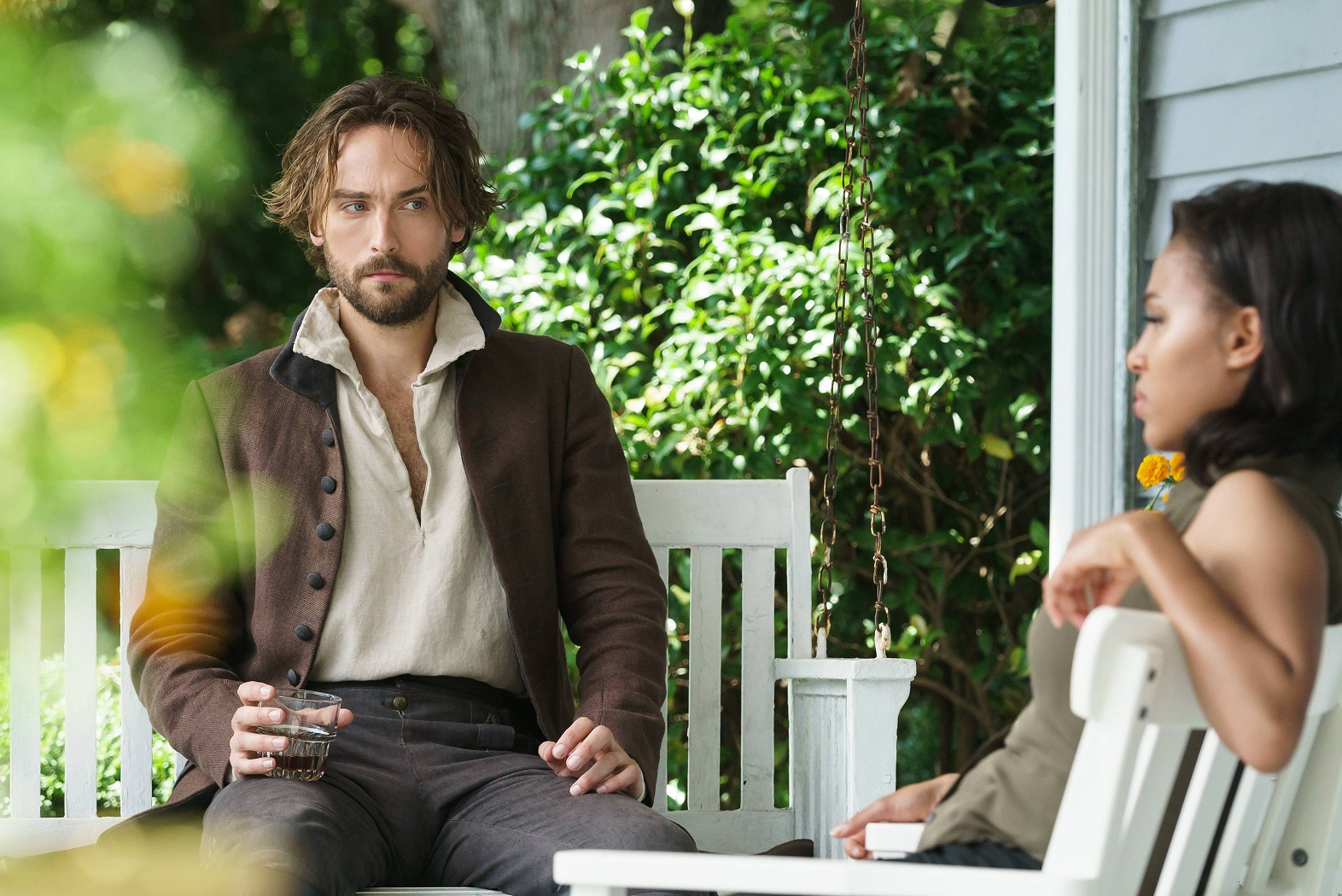 SLEEPY HOLLOW: Ichabod Crane (Tom Mison) and Abbie (Nicole Beharie) in the ÒWhispers In The DarkÓ episode of SLEEPY HOLLOW airing Thursday, Oct. 8 (9:00-10:00 PM ET/PT) on FOX. ©2015 Fox Broadcasting Co. CR: Tina Rowden/FOX