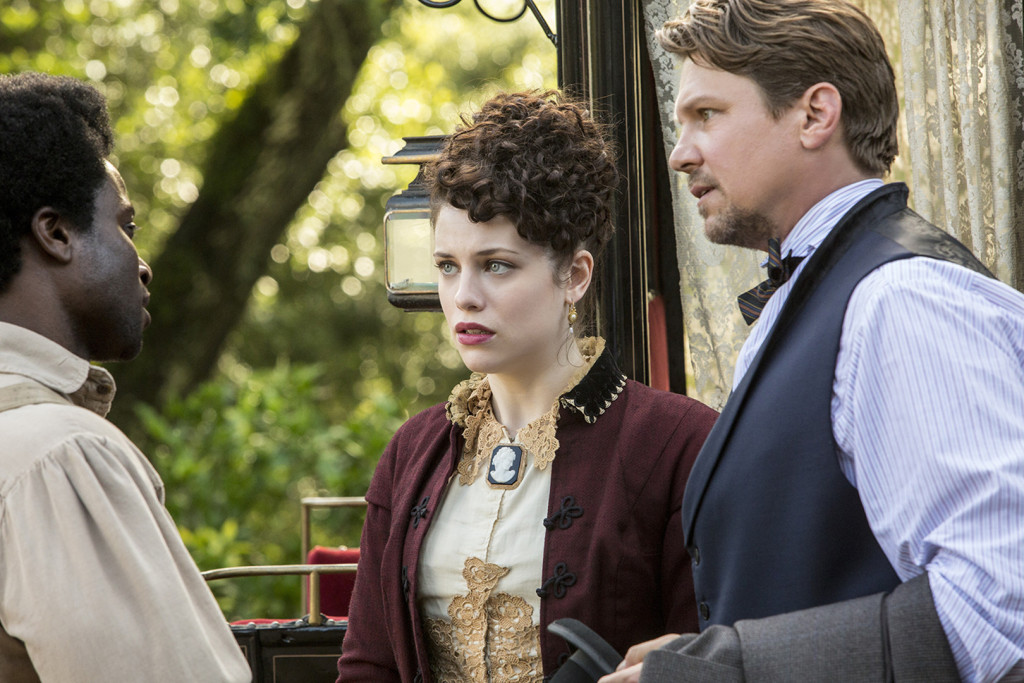 L-R David Kency, Jessica De Gouw, and Marc Blucas. Photo credit: WGN America