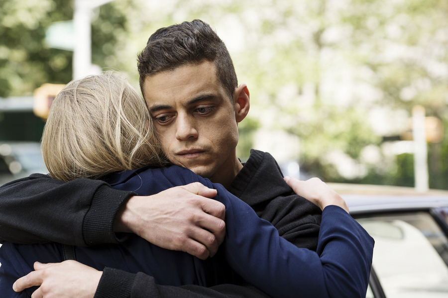"MR. ROBOT -- ""br4ve-trave1er.asf"" Episode 106 -- Pictured: (l-r) Portia Doubleday as Angela Moss, Rami Malek as Elliot Alderson -- (Photo by: David Giesbrecht/USA Network)"