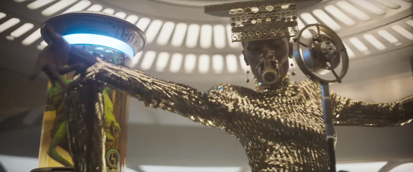Image of black woman in a gold costume in Solo: A Star Wars Story