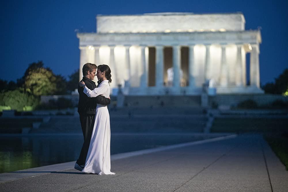 Chris Pine and Gal Gadot as Steve Trevor and Diana in Washington D.C. (Photo credit: Warner Bros.)