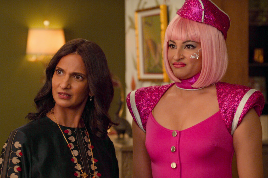 NEVER HAVE I EVER (L to R) POORNA JAGANNATHAN as NALINI VISHWAKUMAR and RICHA MOORJANI as KAMALA in episode 205 of NEVER HAVE I EVER Cr. COURTESY OF NETFLIX © 2021